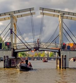 Cruise like a local Rondvaart in Amsterdam
